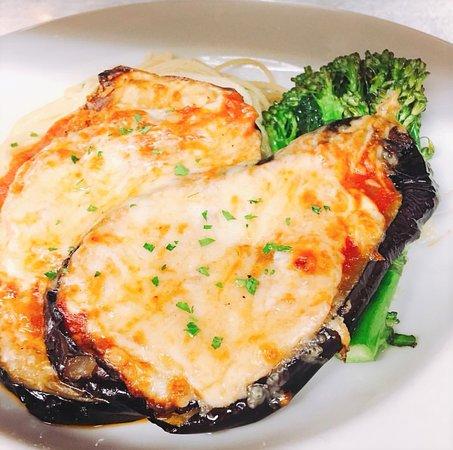 Fresco Italian Restaurant: Eggplant Parmigiana, perfect vegetarian choice!