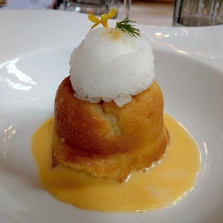 Ristorante Da Candida: Il babà con la crema Chantilly aromatizzata alla vaniglia è la granita al limone