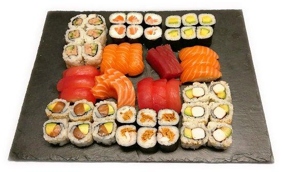 plateau familial 54pcs picture of sushi party grenoble tripadvisor. Black Bedroom Furniture Sets. Home Design Ideas