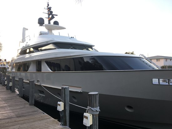 Boatyard Restaurant: One of the many yachts along the dock!