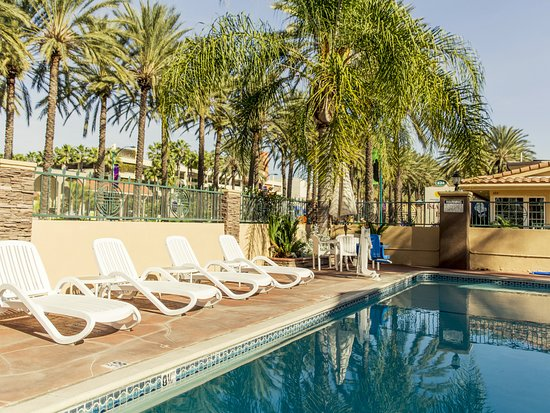 Anaheim Islander Inn and Suites Photo