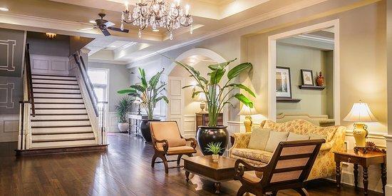 Hampton Inn & Suites Savannah Historic District: Lobby
