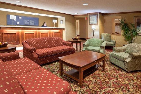 Mount Vernon, OH: Lobby