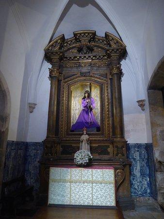 Igreja E Mosteiro Da Santa Cruz: Nebenaltar Mit Heiligenfigur Jesus  Christus In Der Kirche Santa