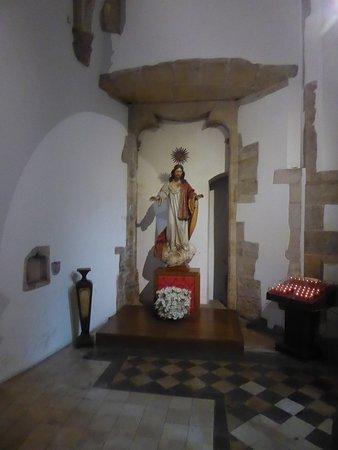 Igreja E Mosteiro Da Santa Cruz: Heiligenfigur Jesus Christus In Der Kirche  Santa Cruz.