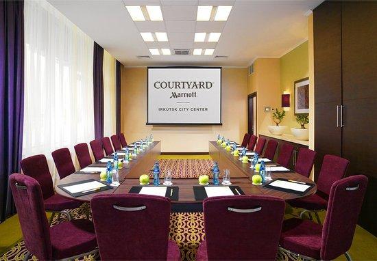Courtyard Irkutsk City Center: Guest room
