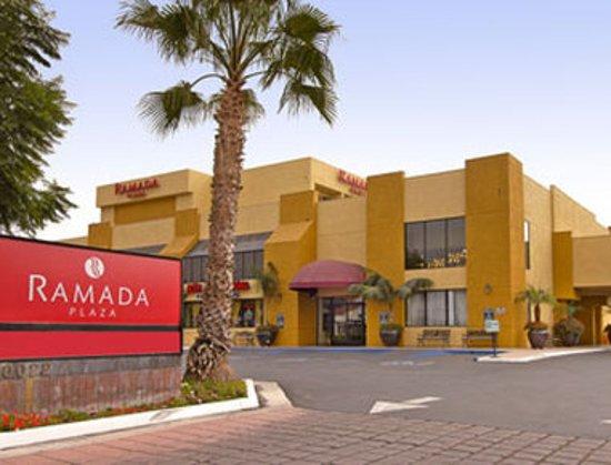 Ramada Plaza Garden Grove/Anaheim South: Exterior