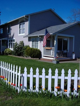 Yelm, WA: A private Bed and Breakfast that is not owners or innkeeper private residence, but rather a smal