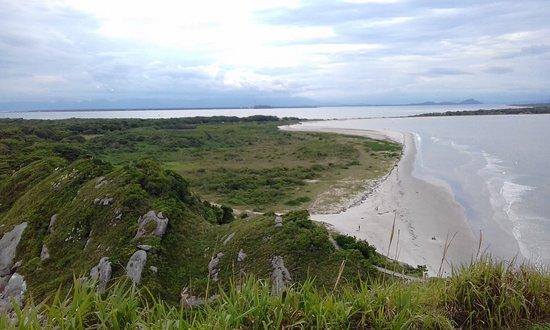 Pousada Marimar: Praia do Farol, vista de cima do Farol das Conchas