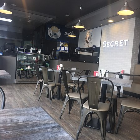 Secret: Small cafe .. the breakfast was tasty and the coffee is also good I did not try the diner ..