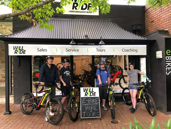 4 person tour group taking off at Will Ride store in Stirling for the Cleland guided e-bike tour