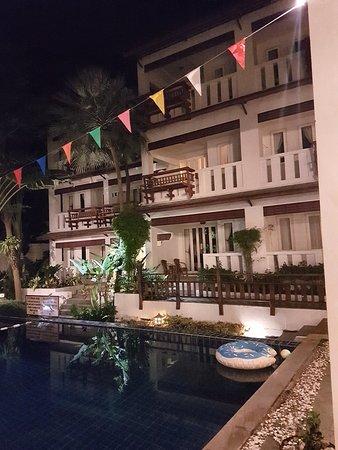 Koh Tao Montra Resort & Spa: 20180409_202126_large.jpg