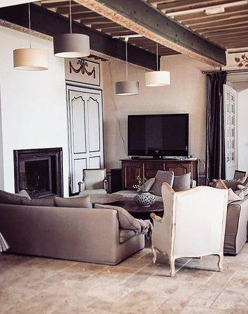 L'Honor-de-Cos, France : Salon
