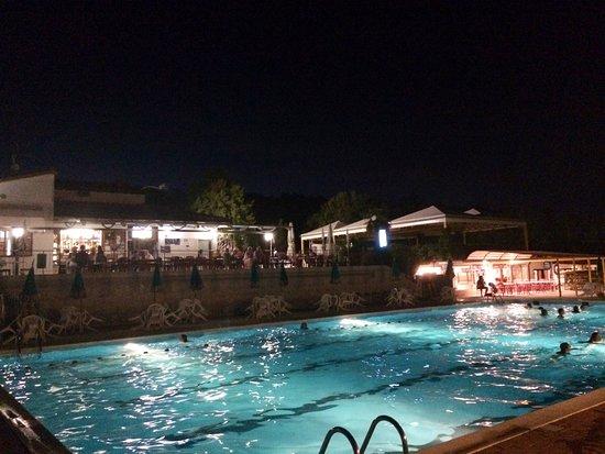 Casciano, إيطاليا: Aperitivi e nuotate la sera