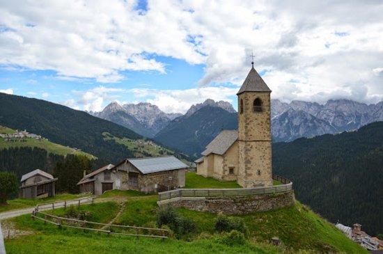 Comelico Superiore, إيطاليا: Chiesetta Di San Leonardo Casamazzagno