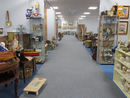 The Warehouse Antiques & Collectables: View from side of centre toward gallery.