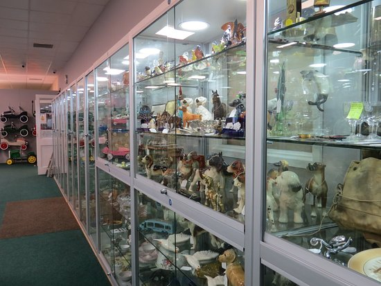 The Warehouse Antiques & Collectables: Mix of display cabinets.