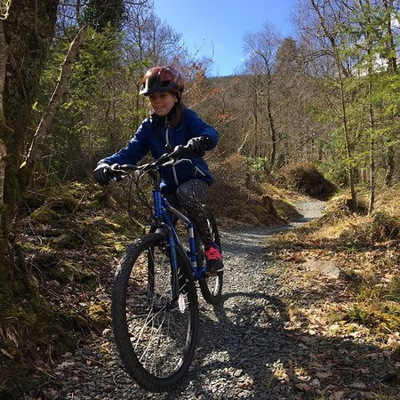 Kilmallock, Irlanda: 10 year old enjoying the Skills Loop. First time Mountain Biking