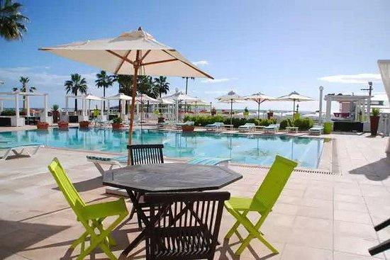 La Playa Hotel Club: Piscine extérieure