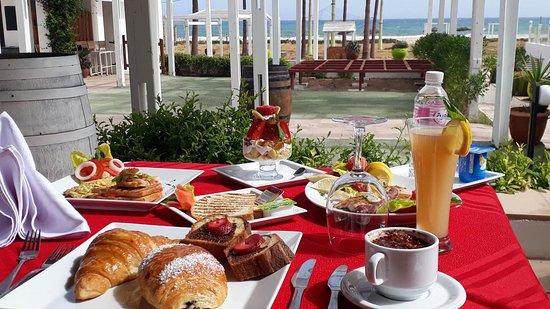 La Playa Hotel Club: Brunch