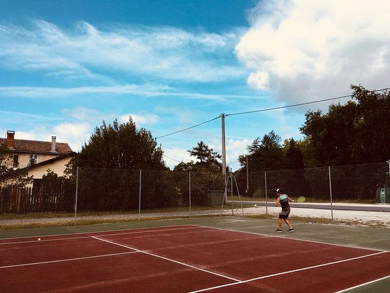 Naujac-Sur-Mer, Frankrike: Tennis courts round the corner (rackets provided)