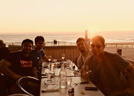 Naujac-Sur-Mer, Frankrike: Beach dinner upon the dunes to watch the sunset