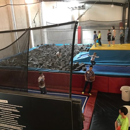 trampoline park let 39 s jump bordeaux 2018 alles wat u moet weten voordat je gaat tripadvisor. Black Bedroom Furniture Sets. Home Design Ideas