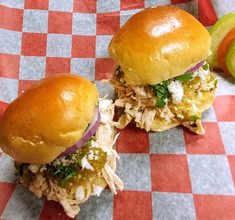 Pulled chicken verded sliders