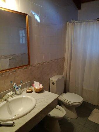 Hosteria Cumbres Blancas: amplio baño