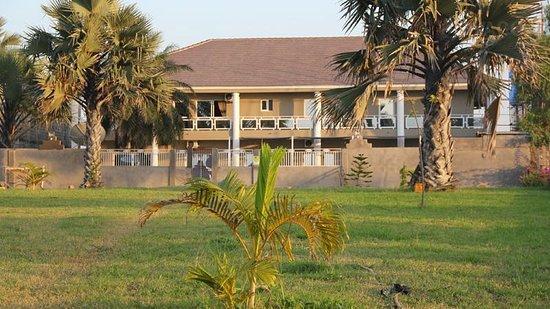 Brufut, Gambia: zicht vanuit de tuin
