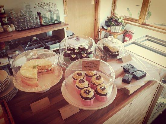 انفرموريستون, UK: all the cakes of the day