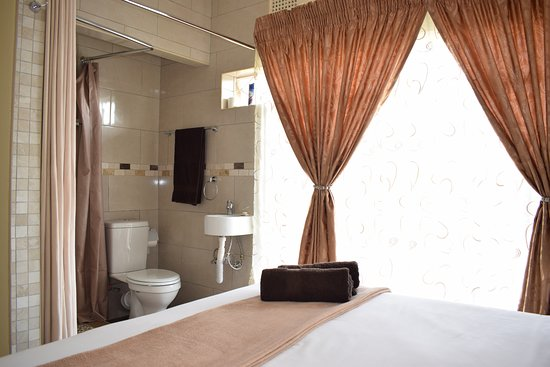 Benoni, South Africa: Standard Double Room with ensuite shower