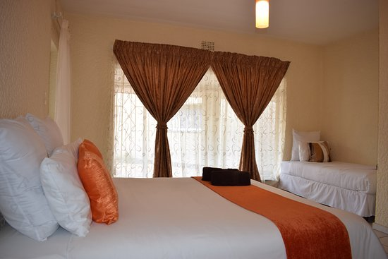 Benoni, South Africa: Family room - 1 double bed, 1 single. Ensuite bathroom, access to patio
