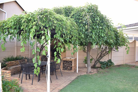 Benoni, South Africa: Beautiful pergola for those cool summers