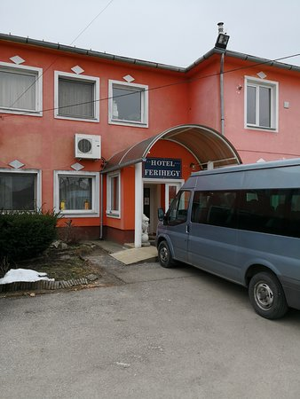 Vecses, Macaristan: Ferihegy med egen bil.
