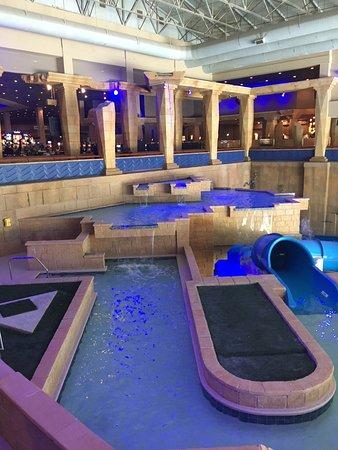 BlueWater Casino: Indoor water theme