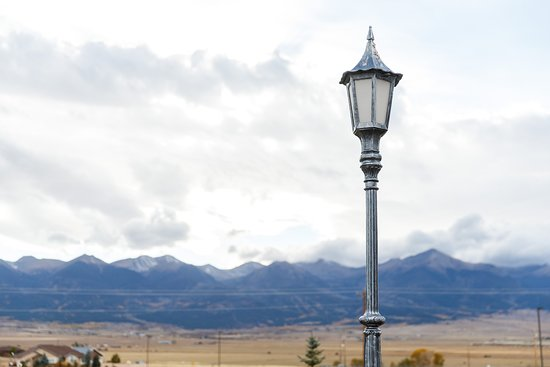 Westcliffe, Колорадо: Lamp Post with Sangre De Cristo mountains