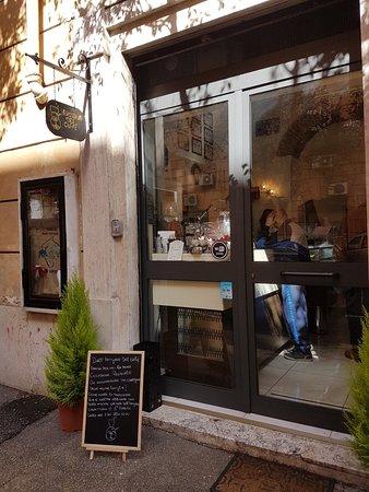 Artigiano del Caffe : outside - Via Famagosta 14