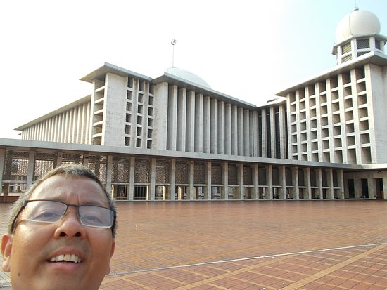 Mosquée d'Istiqlal : At the square-like open area on the second floor of the Mosque