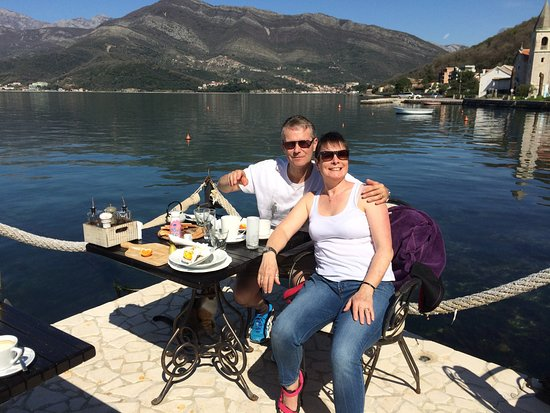 Donja Lastva, Μαυροβούνιο: Breakfast overlooking the bay