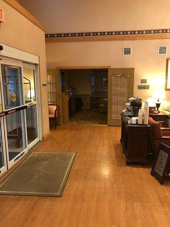 Country Inn & Suites by Radisson, Frackville (Pottsville), PA: lobby