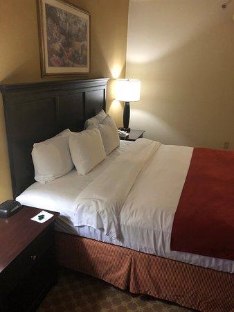 Country Inn & Suites by Radisson, Frackville (Pottsville), PA: bed