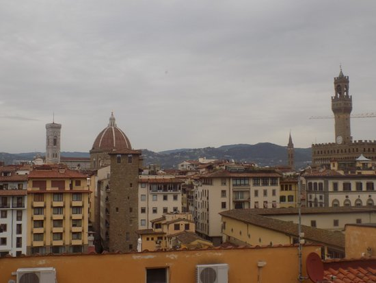 Pitti Palace al Ponte Vecchio: The view from the hotel restaurant