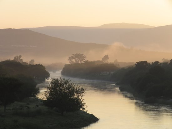 Rorke's Drift, Afrika Selatan: View over the Buffalo River from the hotel balcony at dawn