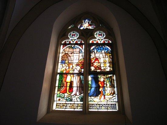 Hubertuskapelle : Schöne Kirchen-Fenster.
