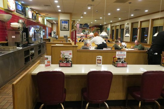 Lebec, CA: Old style diner felt strange in California.