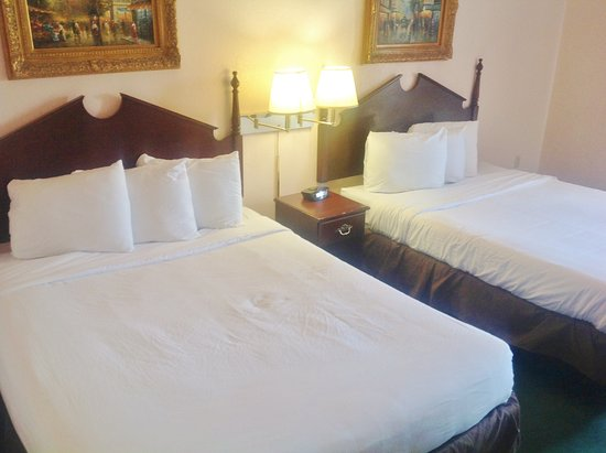 Washington Court House, OH: Two Double Beds