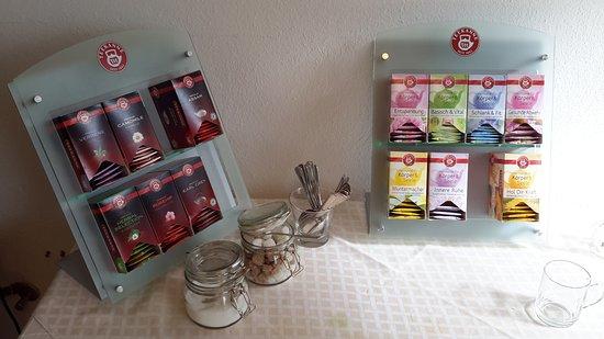 Hotel Lamm Ellbachstr. 4 72270 Baiersbronn-Mitteltal: Angebot an Tee im Poolbereich