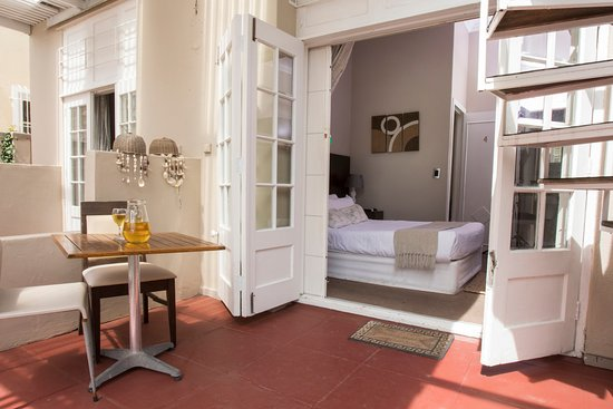 Bantry Bay, Zuid-Afrika: Standard room with patio overlooking pool