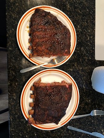 Port Salerno, FL: Here is that same full rack cut in half and placed on two full-sized plates.